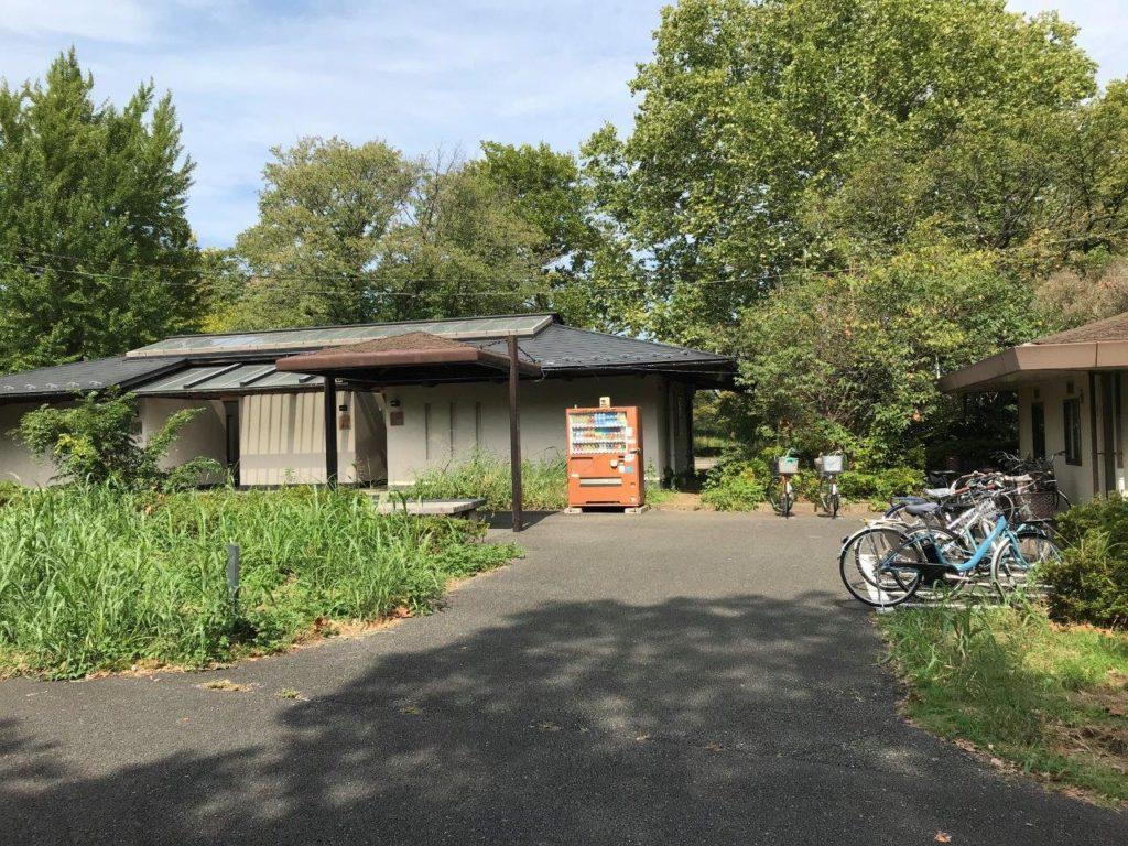 西立川口自転車持込み口付近の休憩所