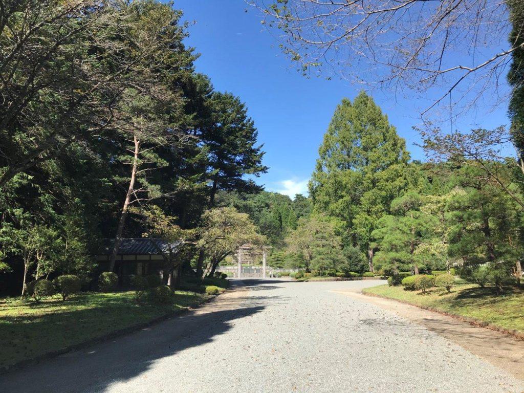 武蔵陵墓地新参道