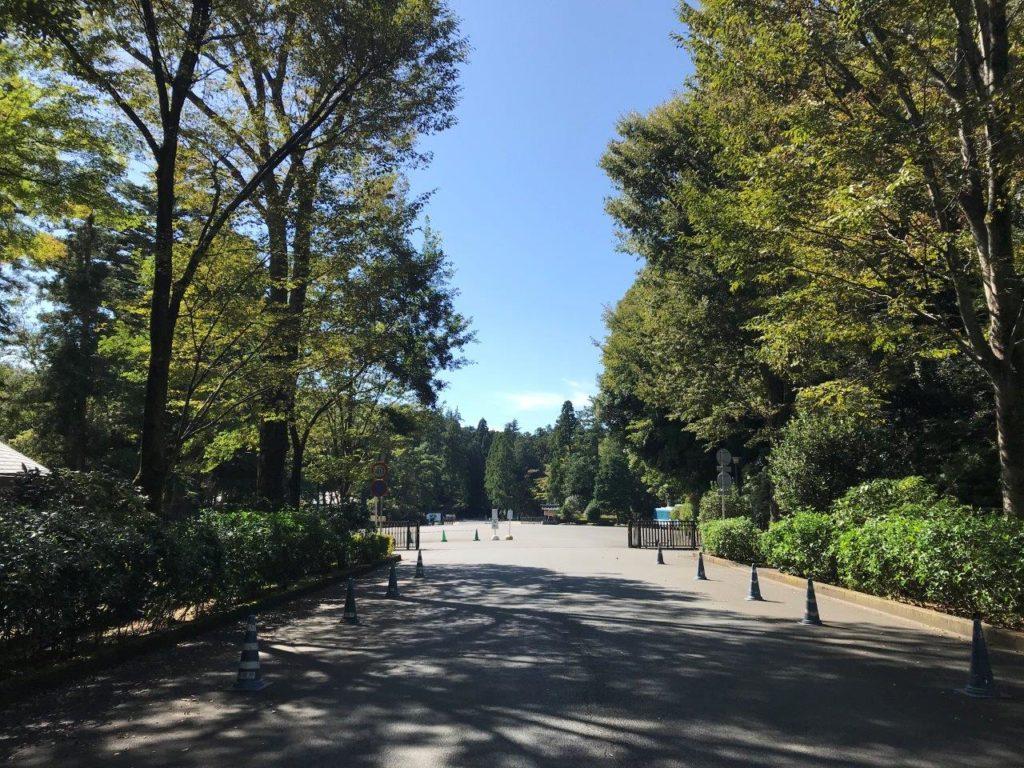 武蔵陵墓地正門