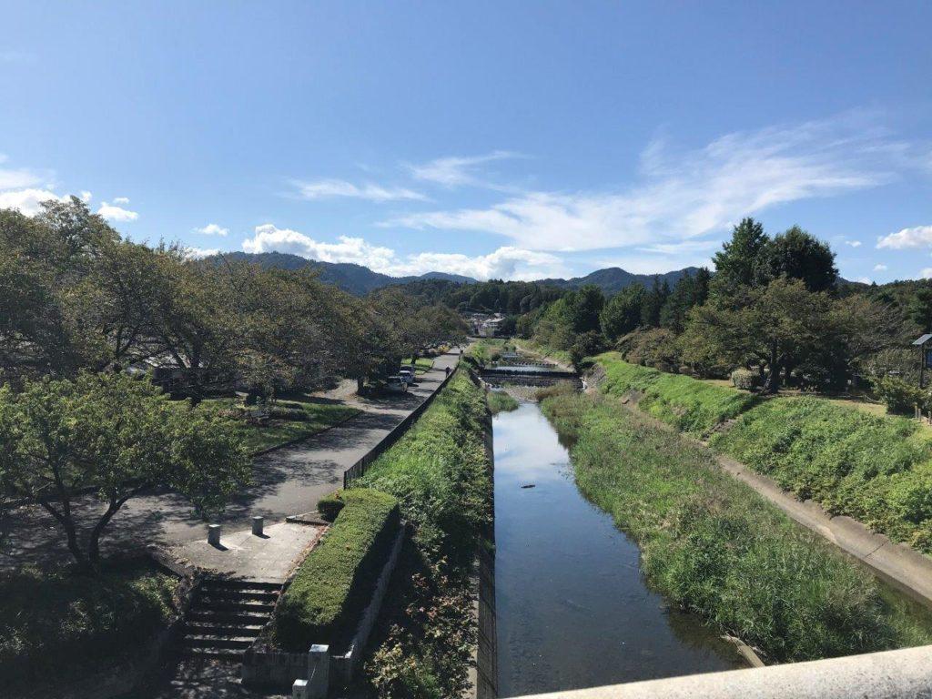 南浅川橋から上流側を望む