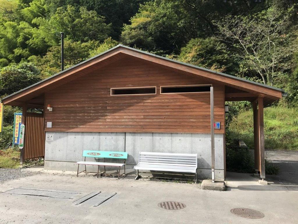 陣馬高原下バス停公衆トイレ