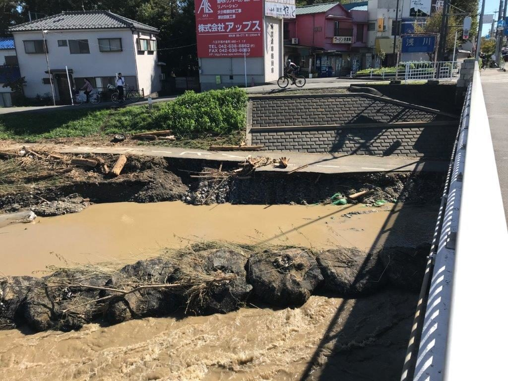 浅川橋サイクリングロード崩落1