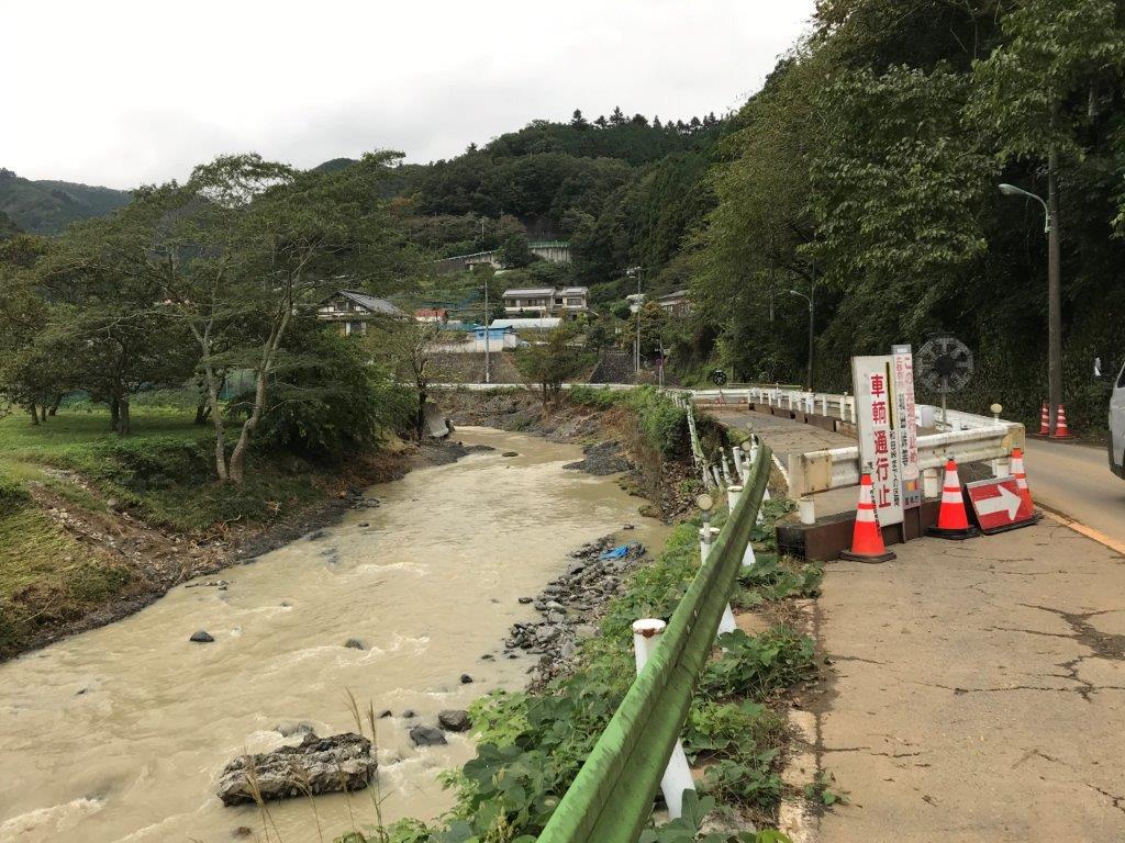北浅川恩方ます釣場付近道路崩落