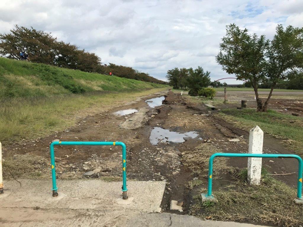 くじら運動公園河川敷の泥状況
