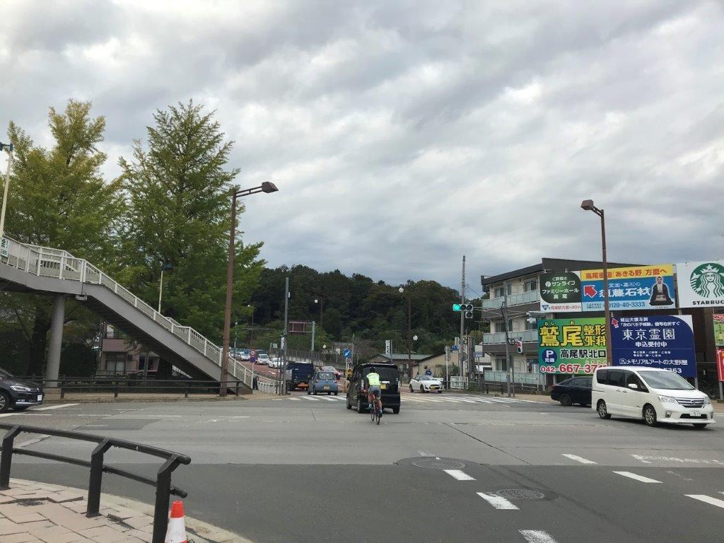 陵南大橋手前の交差点