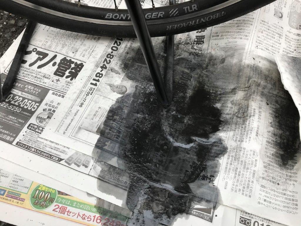 汚れが落ちた状態の新聞紙