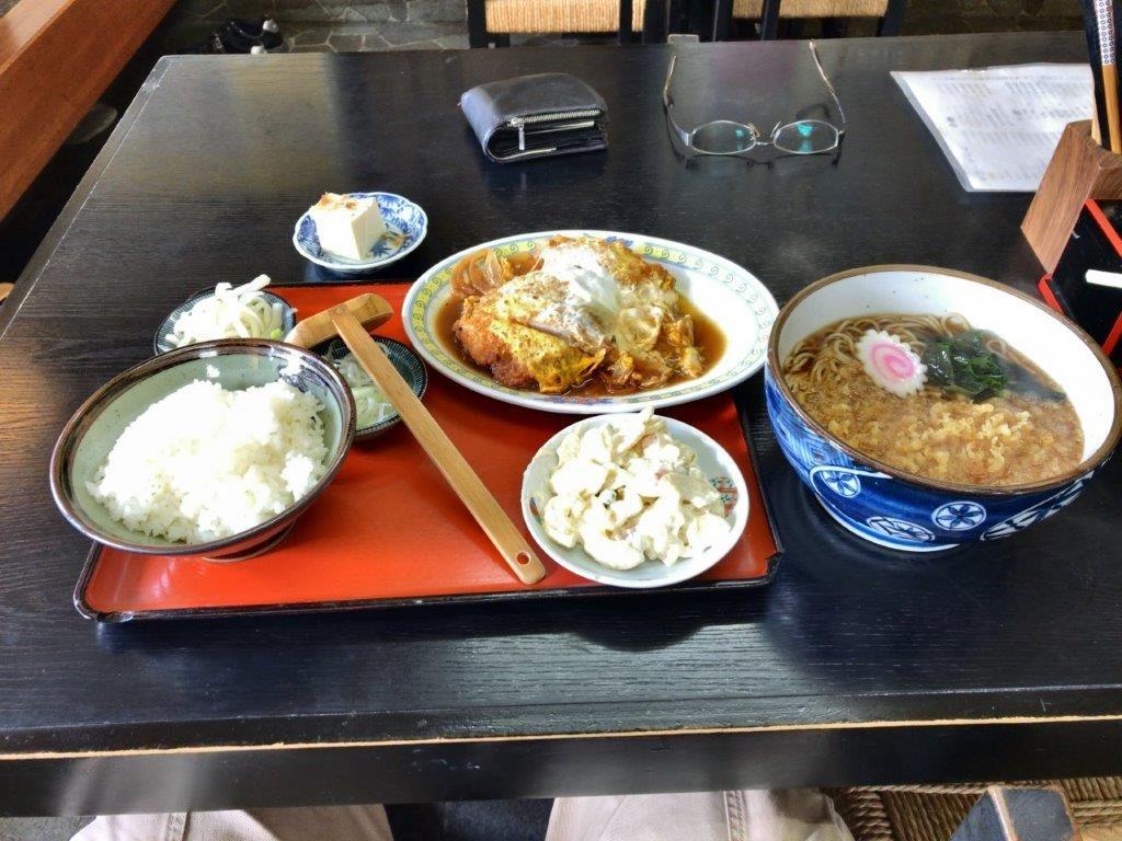 チキンの煮カツとたぬきそば2019.11.03全景